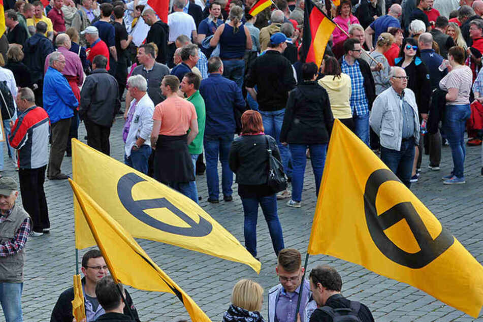 """Der griechische Buchstabe """"Lambda"""" ziert die Fahnen der """"Identitären Bewegung""""."""