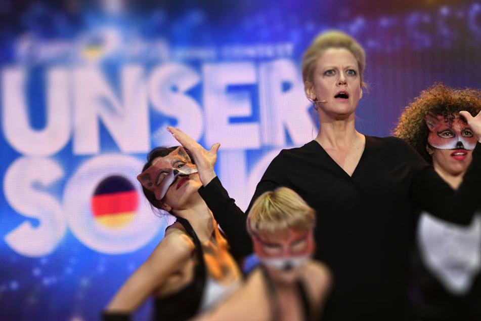 Alter Hut? Moderatorin Barbara Schöneberger (43).