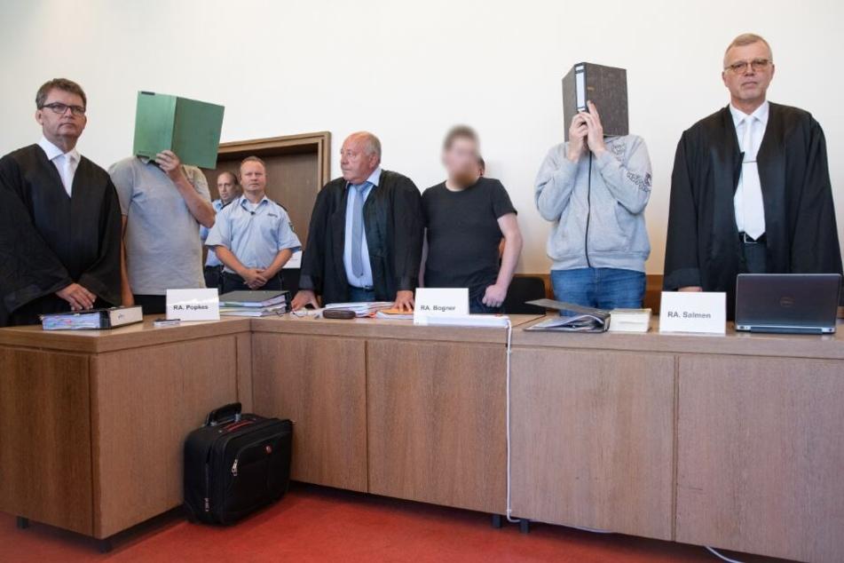 Vor Gericht legten die drei Angeklagten ein volles Geständnis ab.