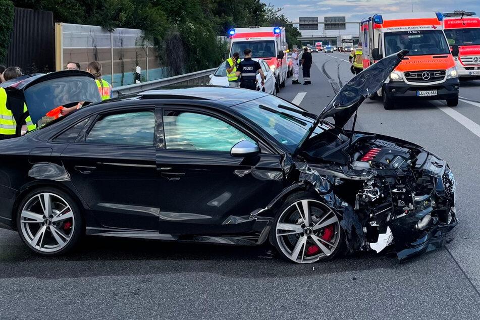Auf der A6 beim Autobahnkreuz Frankenthal kam es am Samstagabend zu einem schweren Unfall.