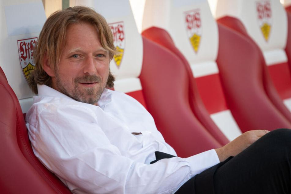 Der Sportdirektor des VfB Stuttgart, Sven Mislintat (Foto), ist sich sicher, dass ein Verein die Ausstiegsklausel von Ozan Kabak in Höhe von 15 Millionen Euro ziehen wird.