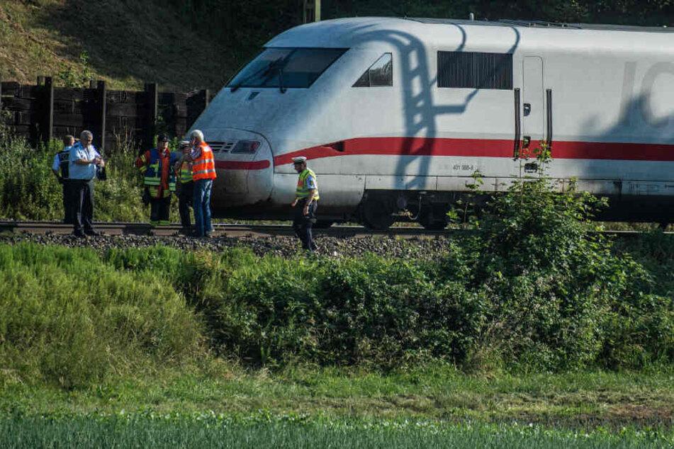 Person von ICE erfasst: Wichtige Bahnstrecke dicht