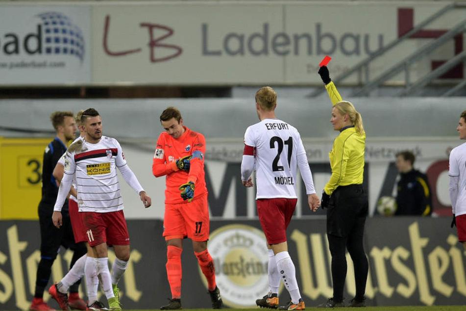 SCP-Torwart Leopold Zingerle sah in der 66. Minute die Rote Karte.