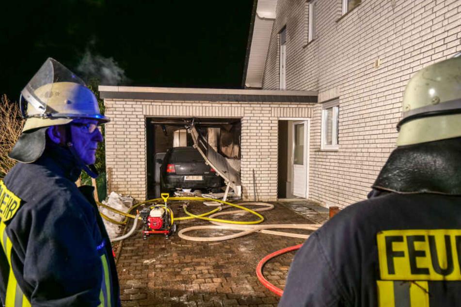 Die Feuerwehr konnte verhindern, dass der Brand auf das Haus überschlug.