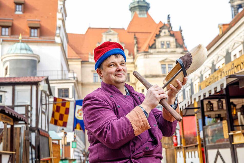 Zum ersten Mal mit einer Hütte auf dem Mittelalter-Weihnachtsmarkt im Stallhof vertreten: Tischler Frank Bareinz (43) aus Brandenburg.