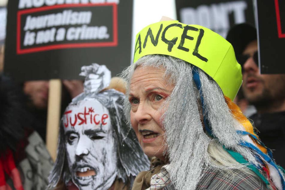 Vivienne Westwood, Modedesignerin aus Großbritannien, demonstriert am vergangenen Samstag bei den Königlichen Gerichtshöfen in London gegen die Auslieferung des Wikileaks-Gründers Assange in die USA.