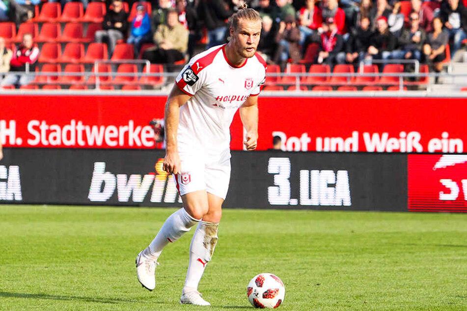 Mit dem kantigen Sebastian Mai und dem stark aufspielenden Drittligisten Hallescher FC bekommt es Wolfsburg im DFB-Pokal zu tun.