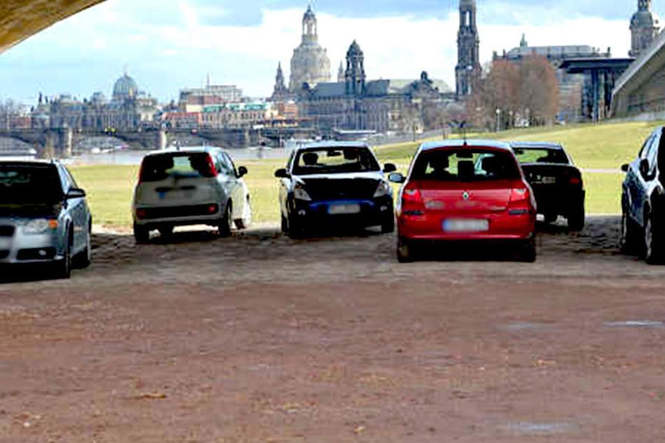 Ab nächster Woche wird unter der Marienbrücke gebaut. Die halb legalen Parkplätze fallen weg.