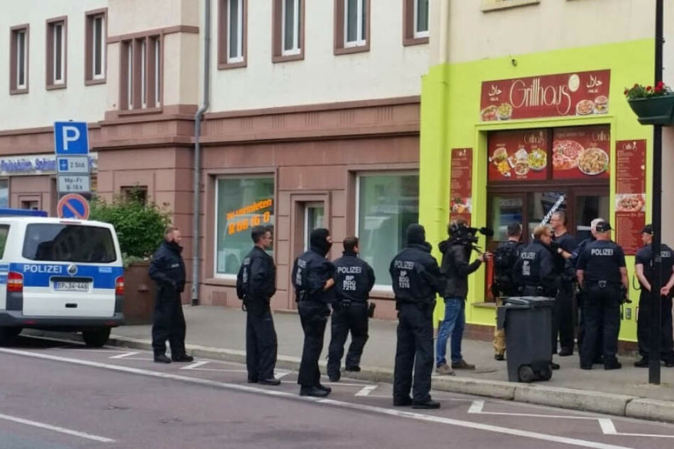 Schon im Juni fand eine Behörden-übergreifende Großrazzia in Sachsen statt, um das illegale Geschäft mit Scheinehen zu stoppen.