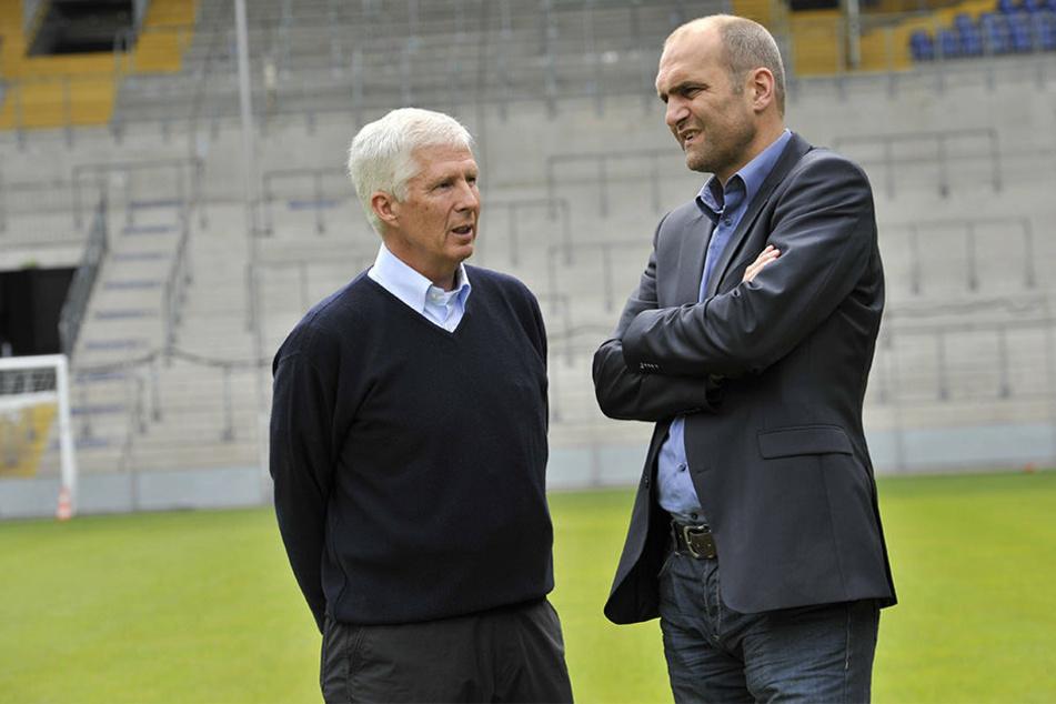 Jörg Zillies (li.) telefonierte am Donnerstag mit Geschäftsführer Gerrit Meinke (re.) und seinen Nachfolger Hans-Jürgen Laufer