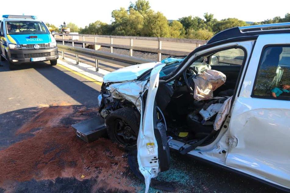 Ein Baustellenfahrzeug krachte gegen einen Dacia.