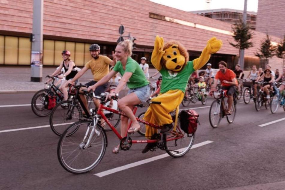 Schon bei der Leipziger Radnacht traten 3000 Fahrradfreunde in die Pedale.