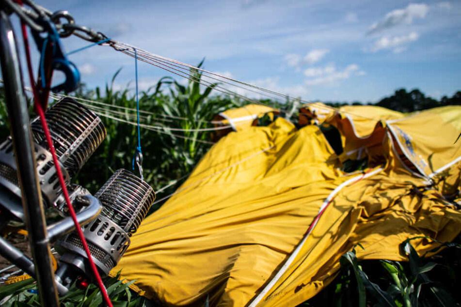 Heißluftballon stürzt ab: Sechs Personen verletzt
