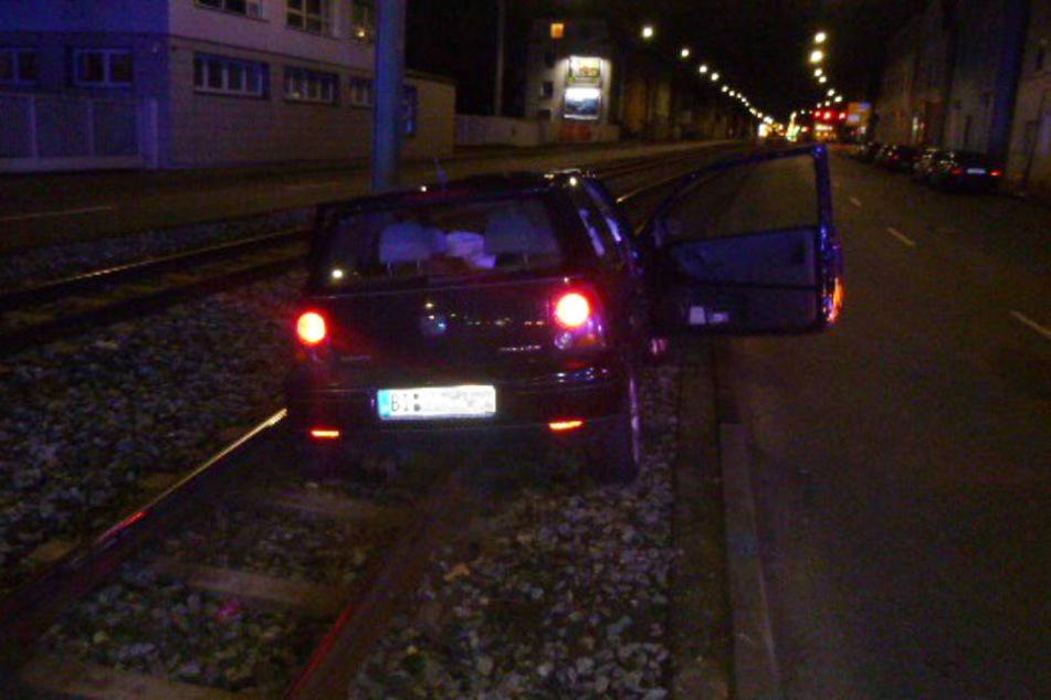 Einen Führerschein hatte der 17-jährige Fahrer nicht, das Auto gehörte seinem Vater.