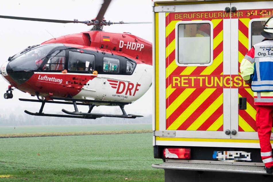 Ein Hubschrauber brachte den lebensgefährlich verletzten Mann in eine Klinik (Symbolbild).