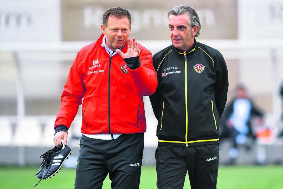 Branislav Arsenovic (l.) im Gespräch mit Dynamo-Sportchef Ralf Minge.