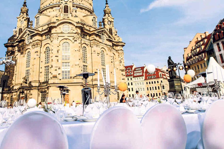 Am 2. September wird auf dem Neumarkt mit Blick auf die Frauenkirche ganz in  Weiß getafelt.