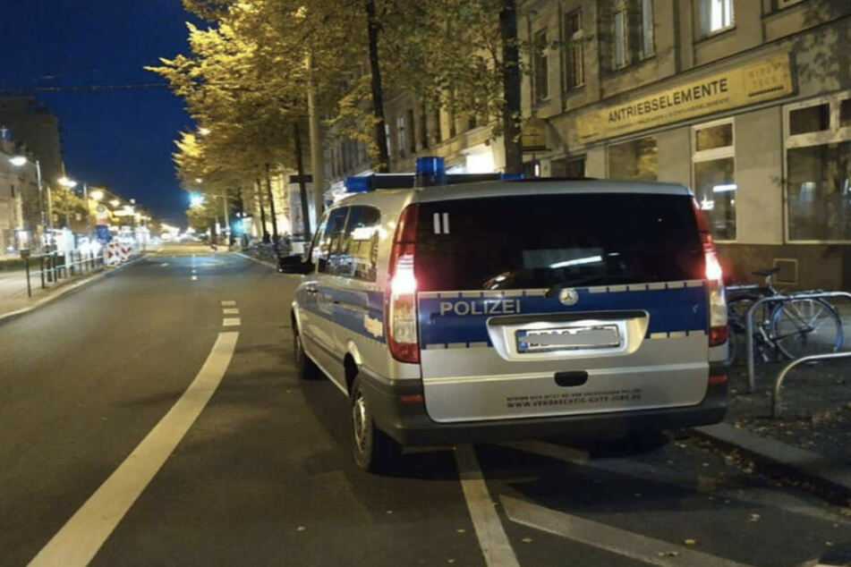 Leipzig: Polizisten parken zum Dönerholen mitten auf dem Radweg