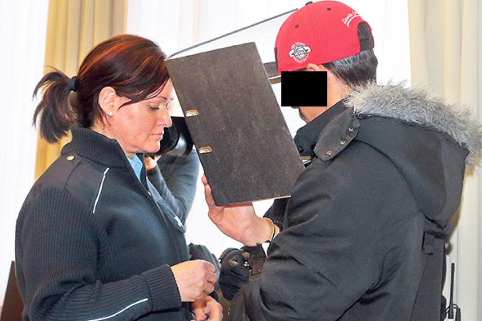 Der Angeklagte Omasr A. (21) am Mittwoch am Dresdner Amtsgericht.