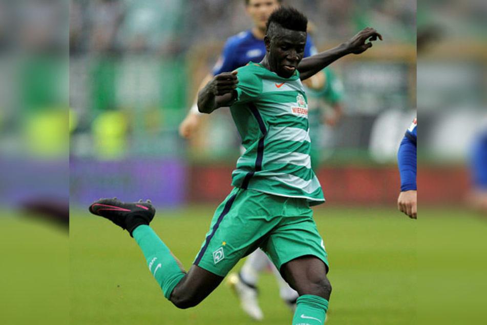 Ousman Manneh steht vorerst weiter bei Bundesligist Werder Bremen unter Vertrag.