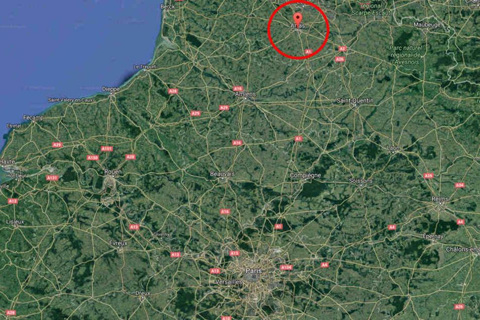 In Nordfrankreich starb eine Frau bei einem schweren Busunfall.