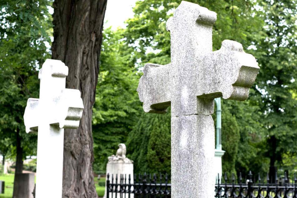 Diebe stehlen 25.000 Euro teure Grabstatue von Friedhof