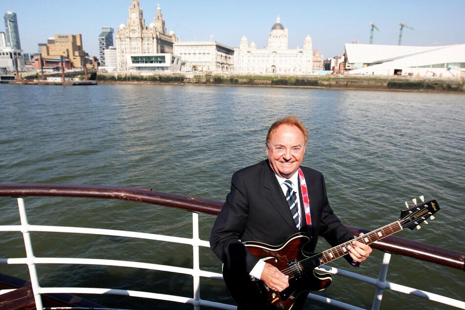 Der Sänger Gerry Marsden an Bord der Mersey-Fähre (Archivbild).