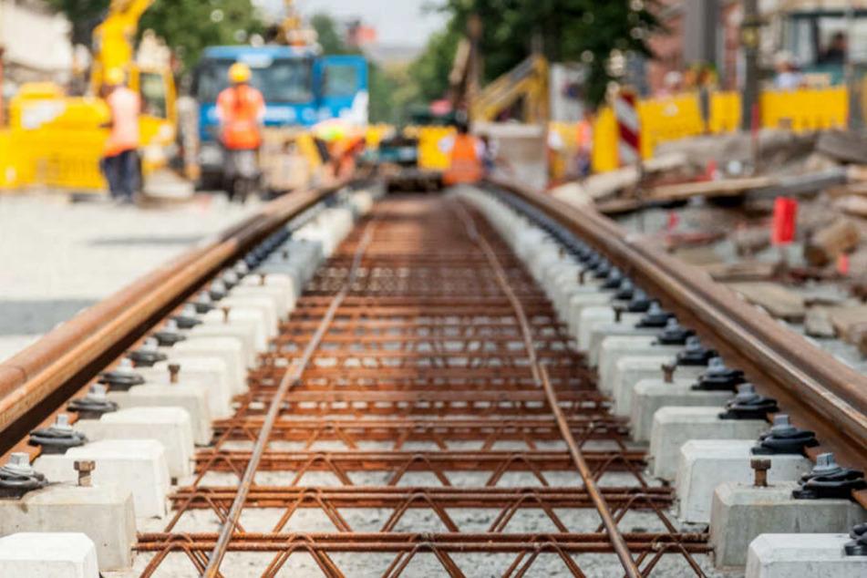 Neben Asphaltarbeiten wird es auch Reparaturen an den Gleisen am Augustusplatz geben.
