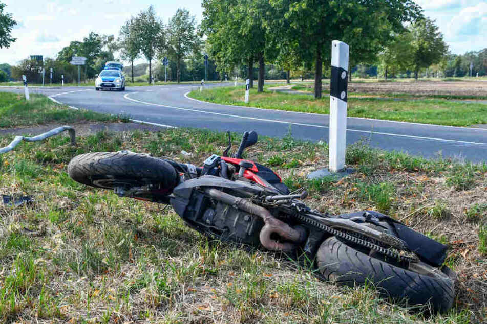 Der junge Motorradfahrer verlor die Kontrolle über seine Maschine.