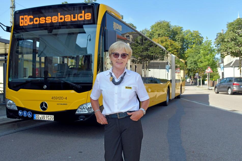 Busfahrerin Sylvia Ifland (60) steuerte den neuen Super-Bus am Freitag schon einmal zum Bahnhof Cossebaude.