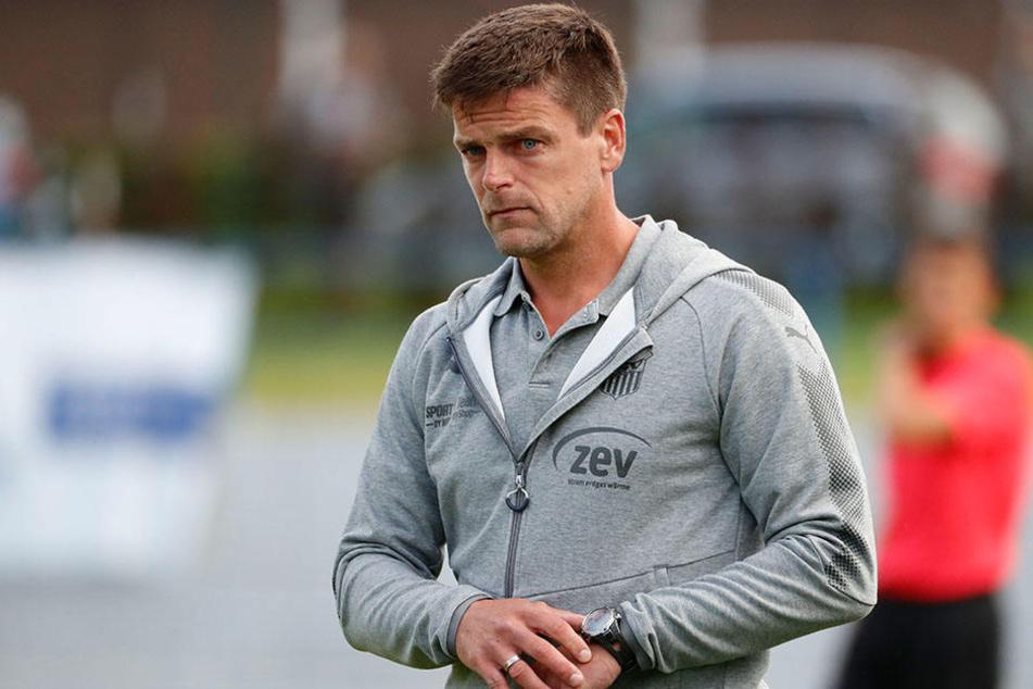 Der Blick zeigt's. FSV Trainer Torsten Ziegner war nach der Pleite gegen den VFC Plauen bedient.