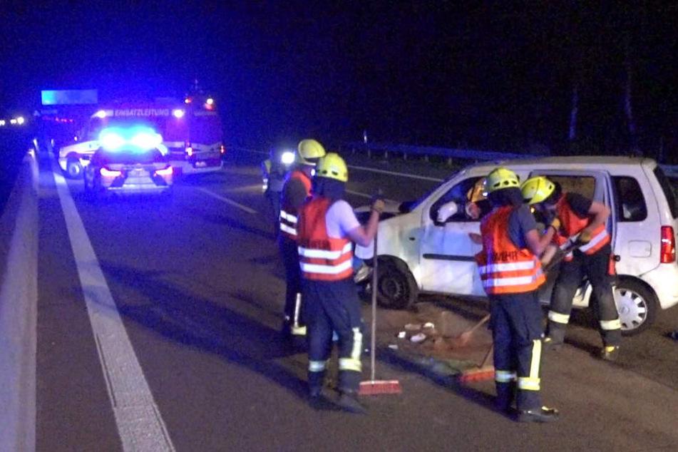 Mutter überschlägt sich mit drei Kindern im Auto: Sohn (15) schwer verletzt