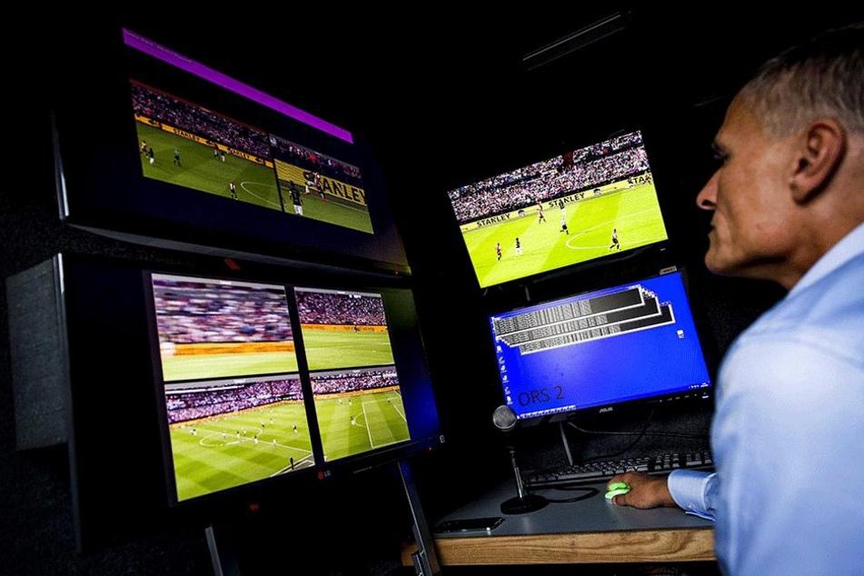 In den Niederlanden wird der Videobeweis bereits bei Pflichtspielen eingesetzt.