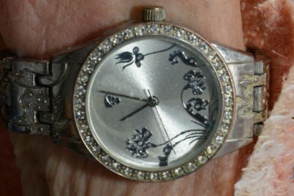 Diese Uhr trug die Tote am Handgelenk.