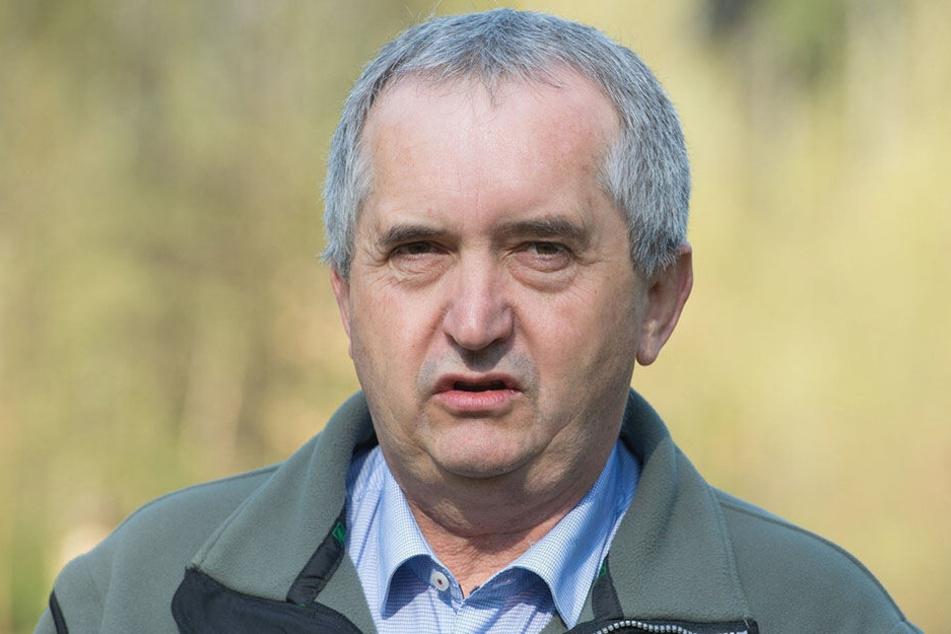 Umweltminister Thomas Schmidt (58, CDU) will mit einem neuen Handlungskonzept unsere Insekten besser schützen.