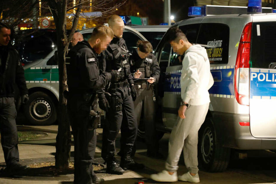 Bei den Verdächtigen wurden Personenkontrollen durchgeführt.