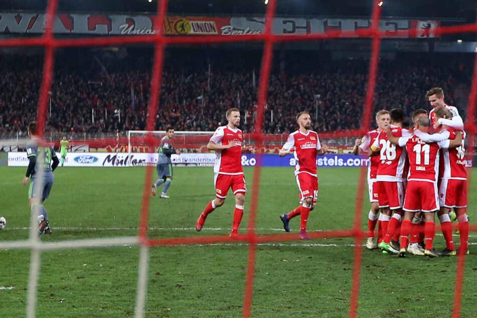 Dosenöffner: Sebastian Anderson verwandelt per Elfmeter zum 1:0.