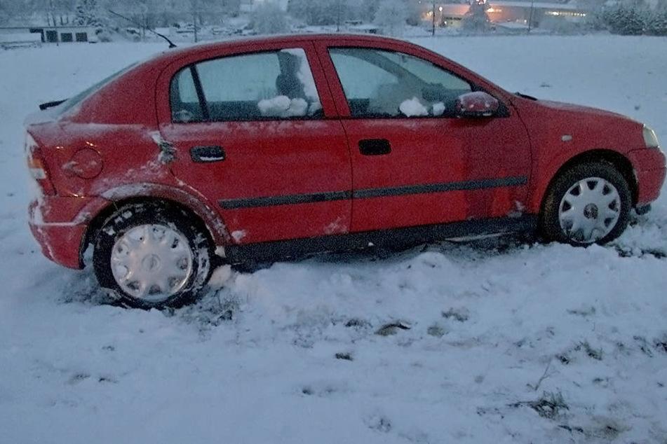 Ein Opelfahrer hat sein Auto nach einem Unfall einfach stehen lassen und ist abgehauen.