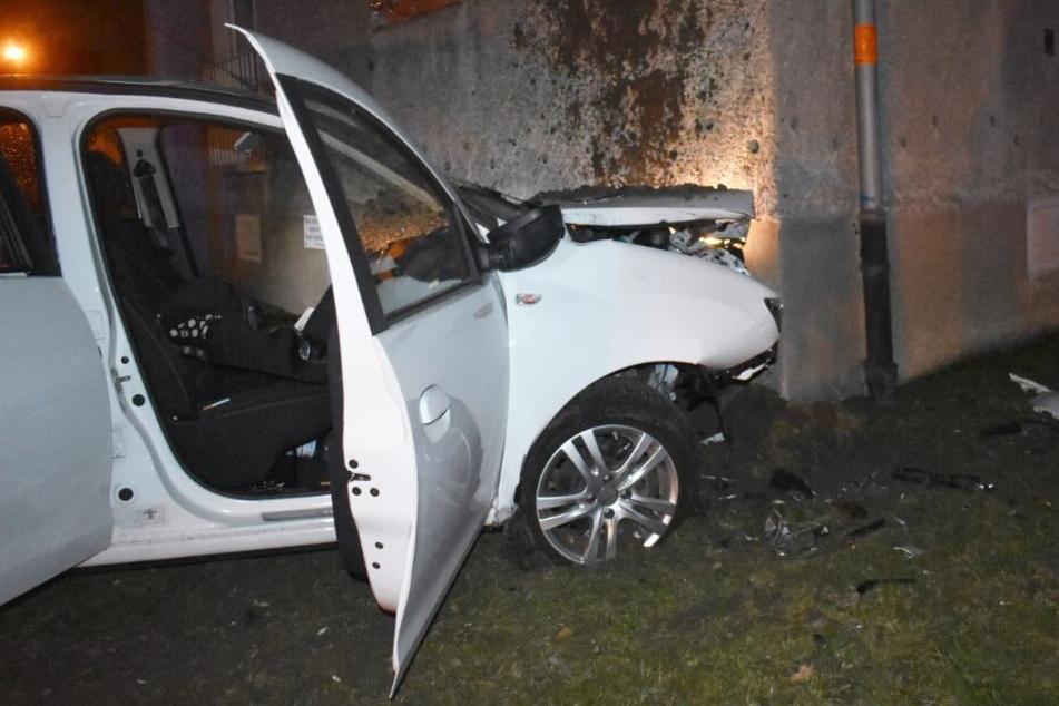 Autofahrer (†39) kracht in Hauswand und stirbt