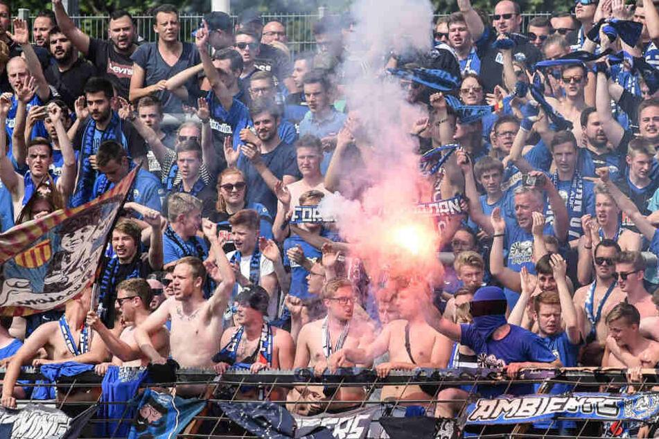 Statt mehr als 150 Fans sollen tatsächlich nur etwa 20 Fans im Zug nach dem Auswärtsspiel des SC Paderborn in Köln randaliert haben.