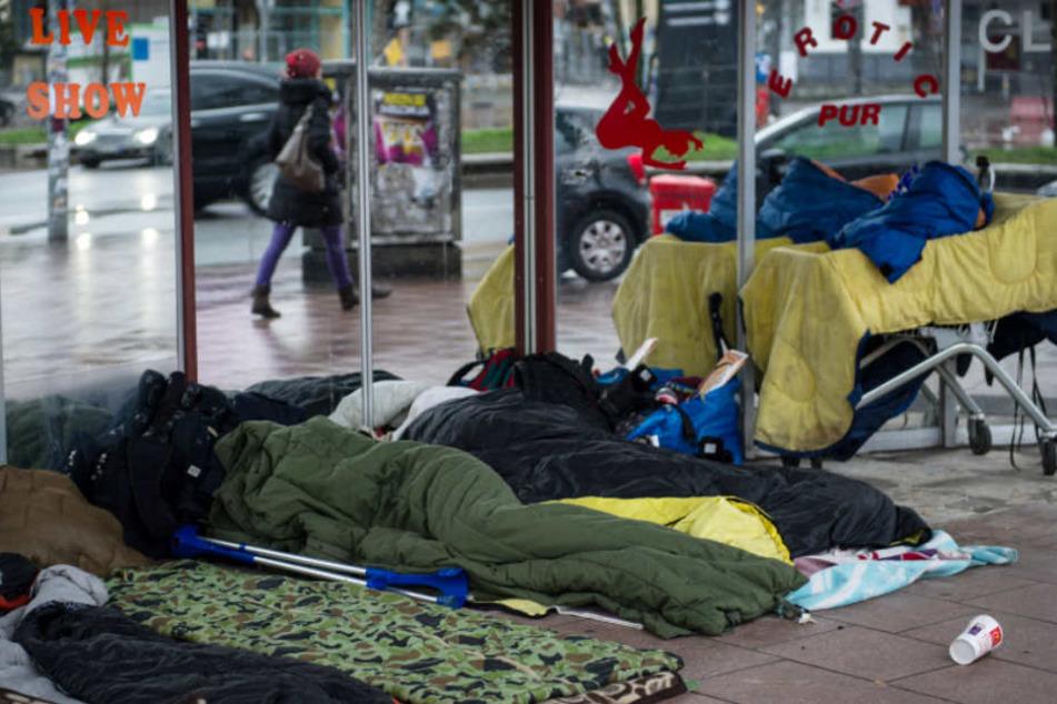 Auch auf der Reeperbahn schlafen zahlreiche Obdachlose unter freiem Himmel (Archivfoto).