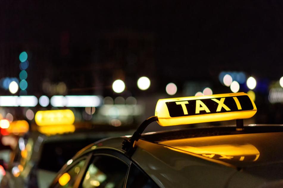 Die Polizei fahndet nach zwei Taxi-Räubern in Köln-Kalk (Symbolbild).