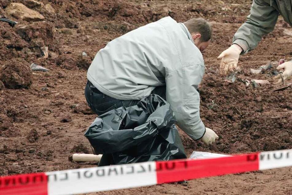 Die Skelettteile wurden gesichert und in die Gerichtsmedizin gebracht (Symbolbild).