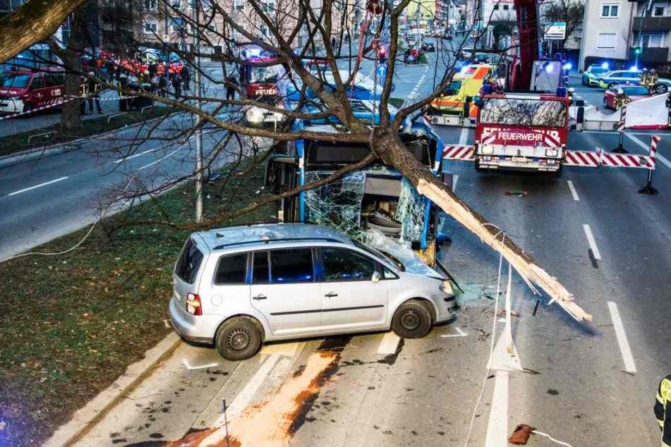 Es ist nicht ausgeschlossen, dass der Busfahrer vor dem Unfall gesundheitliche Probleme hatte.