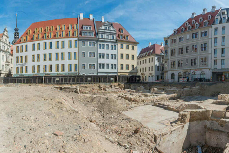 Diese Baulücke zwischen Neumarkt, Kulturpalast und Schloss will die Baywobau  bis 2019 füllen.