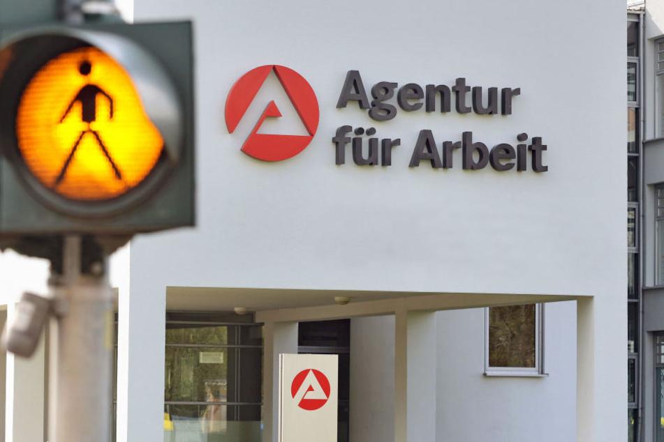 Der Gang zum Arbeitsamt fällt niemanden leicht, gut das diesen immer weniger Menschen in Berlin gehen müssen. (Symbolbild)
