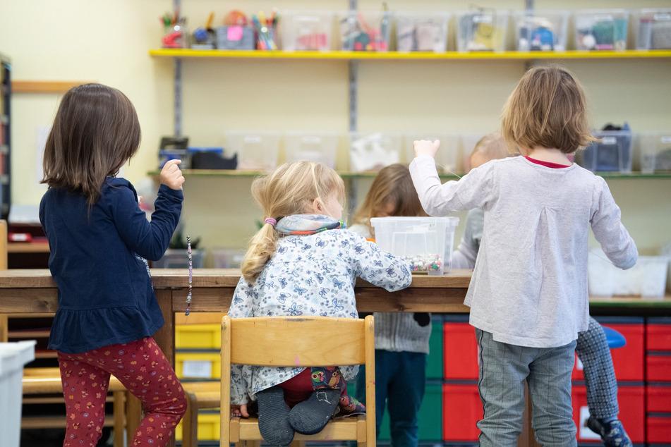 Augustusburg erlässt die Kita-Gebühren für Kinder, die zu Hause betreut werden.