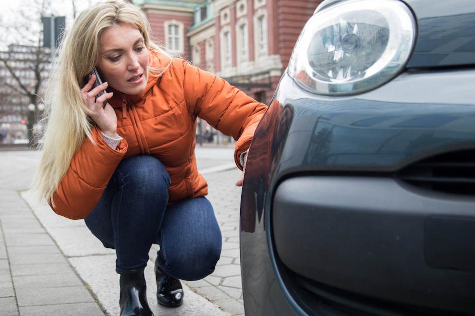 Einfach nur ärgerlich: Man kommt zu seinem Auto und hat einen Kratzer dran. Doch vom Verursacher fehlt oft jede Spur. (Symbolbild)