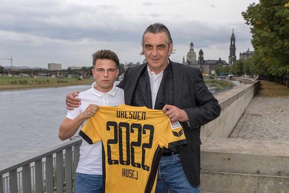 Sportdirektor Ral Minge (r.) verkündete im Sommer die Vertragsverlängerung mit Vasil Kusej bis 2022.