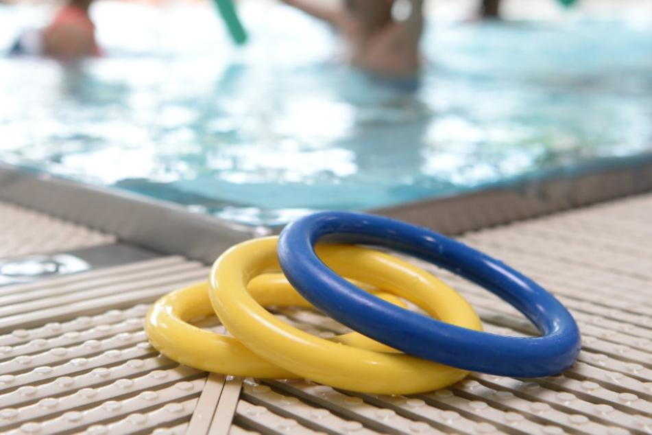 Im Nichtschwimmerbecken wurde das Mädchen leblos gefunden (Symbolfoto).